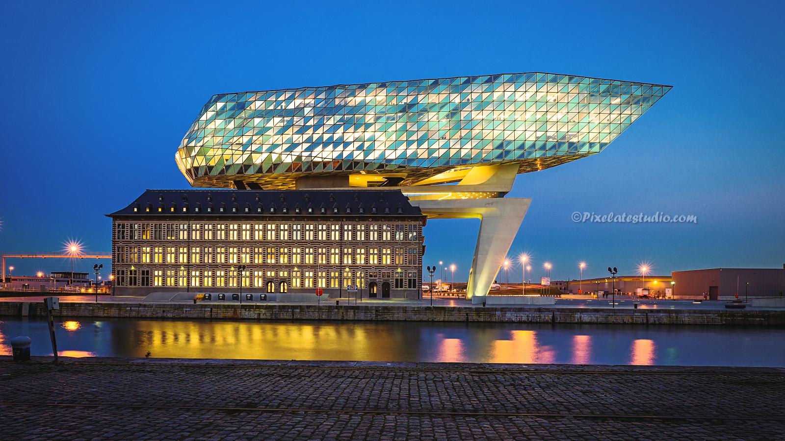 mooie foto van het Havenhuis te Antwerpen
