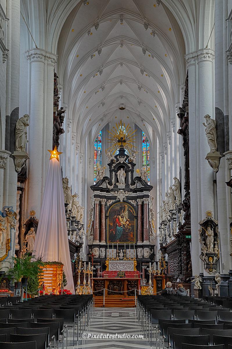 mooie foto van het interieur van de Paulus Kerk te Antwerpen