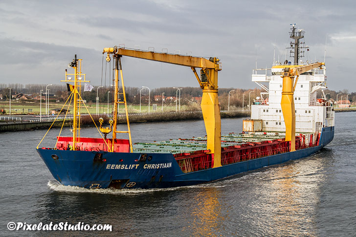 Ship in channel Gent naar Terneuzen