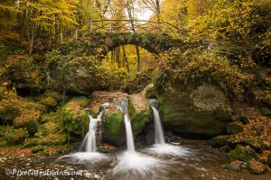 foto Waterval in herfst