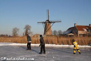 Schaatsen bij de molen