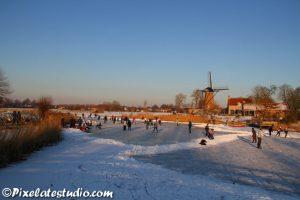 Tafereeltje , typisch nederlandse winterfoto, schaatsen bij de molen