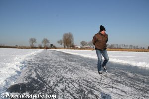 foto van mensen aan het schaatsen