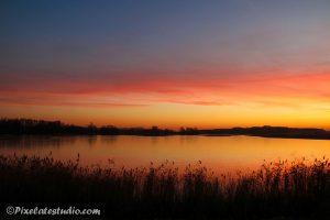 Mooie foto van een zonsondergang in de winter