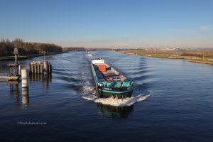 foto van een binnenvaart schip, mooie foto van een binnenvaartschip