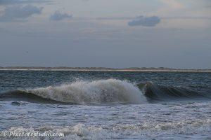 mooie golven op het strand foto