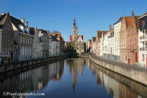 s'ochtends vroeg uitzicht op jan van Eyck plein