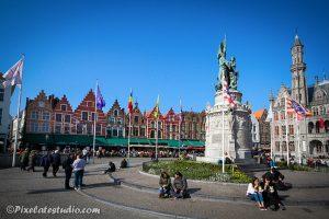 Standbeeld van Jan Breydel op de grote markt in Brugge