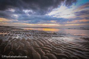 mooie foto aan het strand met laag water