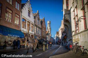 Met paard en wagen door de oude binnenstad van brugge laten rijden