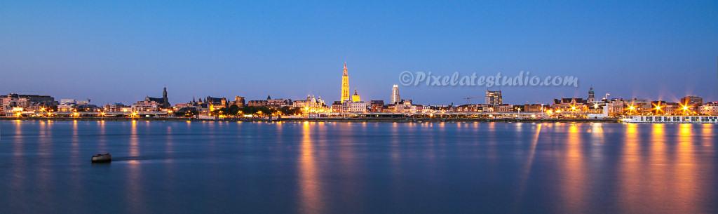 Skyline Antwerpen (avondfoto)