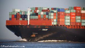 Detail foto van Boeg van groot containerschip