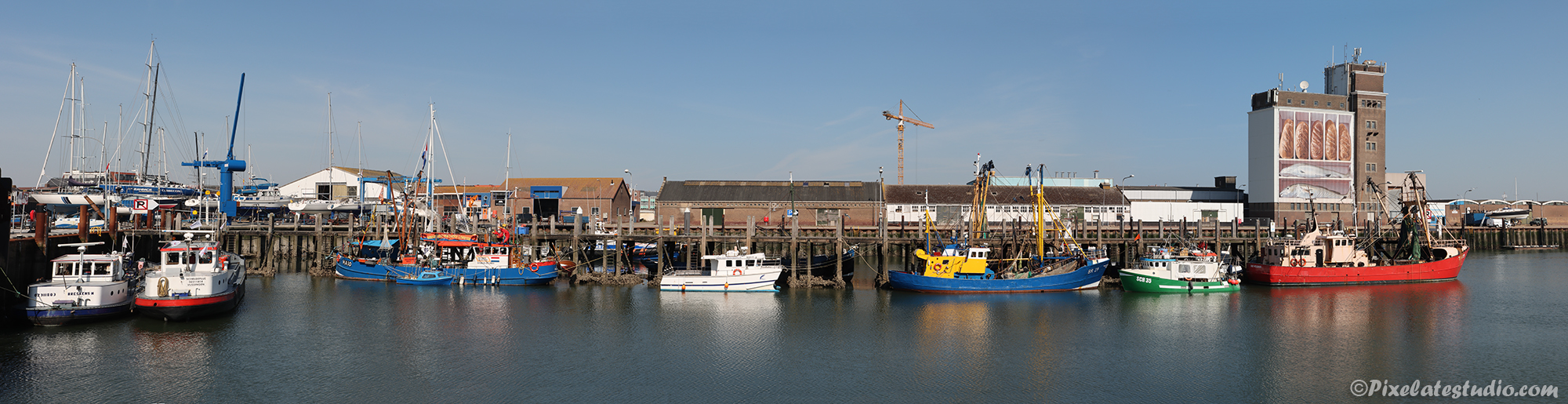 Panorama foto van de vissershaven in Breskens