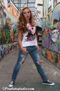 foto's met model in het graffiti straatje te Gent