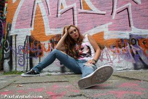 Fotoshoot in met graffiti achtergrond