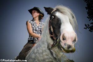 foto van meisje op paard