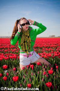 Model in tulpenveld