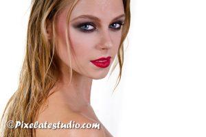 portret blond amateur model