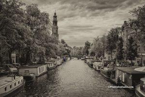 foto van de grachten van Amsterdam.