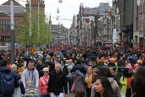 Drukte in Amsterdam tijdens koningsdag