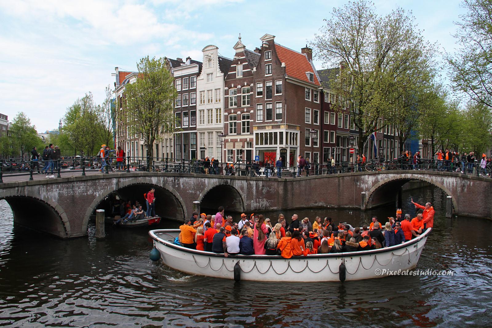 foto Koningsdag Amsterdam , Bootjes Prinsengracht