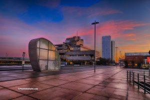 Mooie foto van het Stadhuis van Terneuzen met zonsopgang, met op de achtergrond de toren van het waterfront