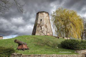 foto van de molen van Sas van Gent, de molenberg van sas van gent