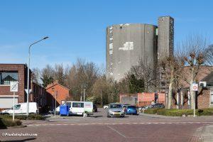 foto van Sas van Gent en de suikerfabriek op de achtergrond