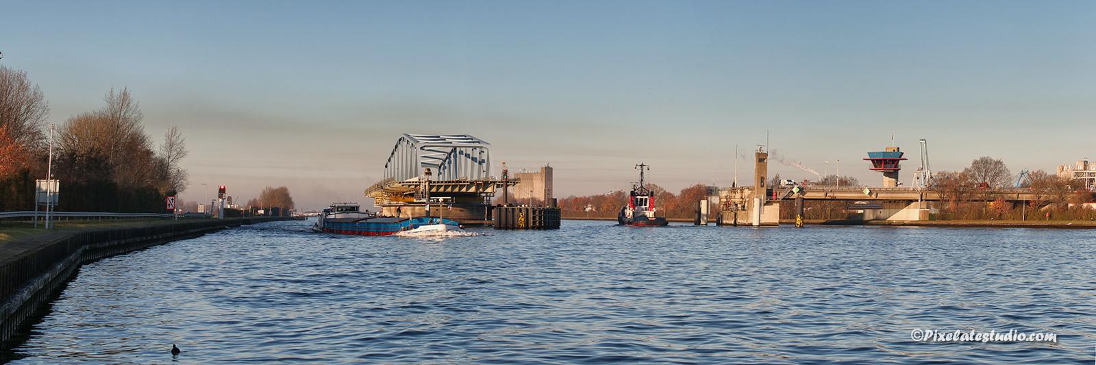 Panorama foto van de brug van sluiskil, mooie foto