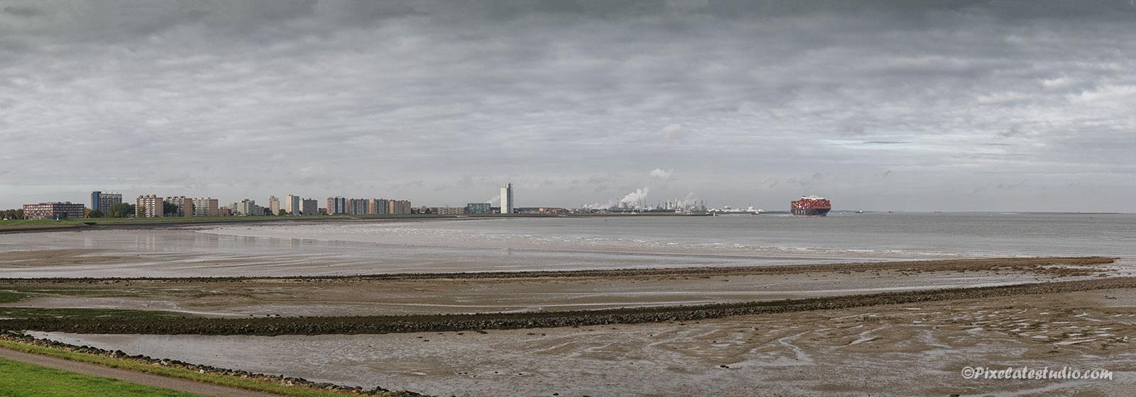 Panorama foto met zicht op Terneuzen