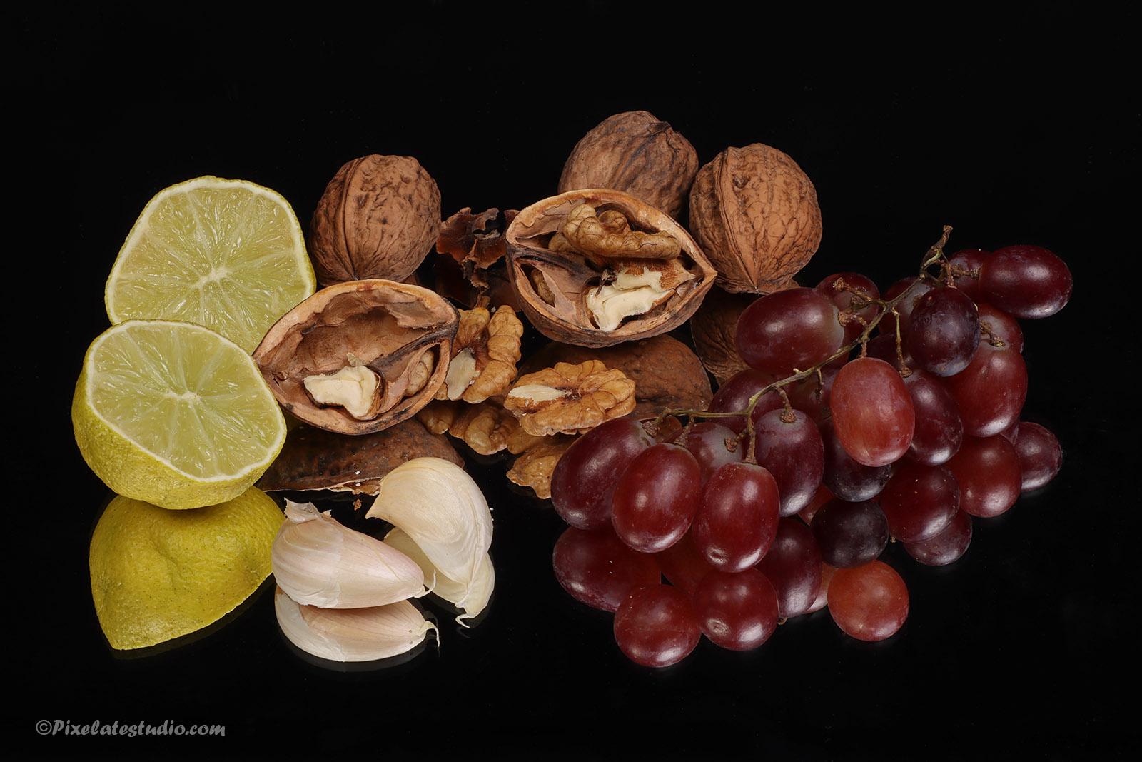 mooie foto van een stilleven van noten en fruit